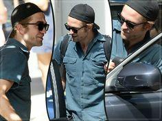 Robert Pattinson Na Tarde Do Dia Vinte e Nove Na Cidade De Nova York Na tarde do dia 29 de Agosto, Robert Pattinson foi novamente fotografado em Nova York. Confira as fotos à seguir.