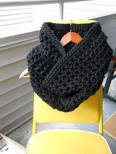 *Free Pattern - Chunky Winter Crochet Infinity Scarf ❥Teresa Restegui http://www.pinterest.com/teretegui/%E2%9D%A5