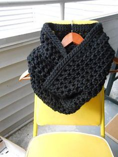 *Free Pattern - Chunky Winter Crochet Infinity Scarf