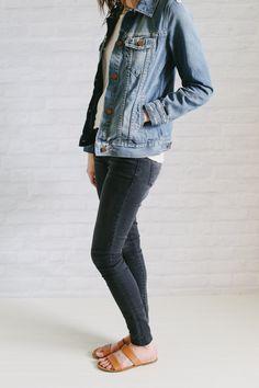 uniqlo down jacket + white tee + black jeans + sandals