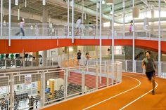 Auburn University Recreation & Wellness Center - reference for highlighting the public pathway Club Design, Gym Design, School Design, Gym Architecture, World Architecture Festival, Piscina Spa, Indoor Track, Corporate Photography, Photography Awards
