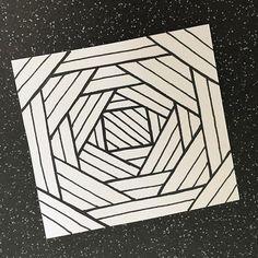 """Perla Schippers on Instagram: """"Very easy zendoodle with depth."""" Doodle Art For Beginners, Easy Doodle Art, Doodle Art Drawing, Zentangle Drawings, Zentangle Art Ideas, Easy Sketches For Beginners, Easy Zentangle Patterns, Doodling Art, Design Art Drawing"""