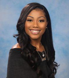 Girl Graduation Pictures, Graduation Look, Senior Yearbook Pictures, Graduation Makeup, School Pictures, Senior Pics, Senior Pictures Hairstyles, Black Girls Hairstyles, Beautiful Black Girl