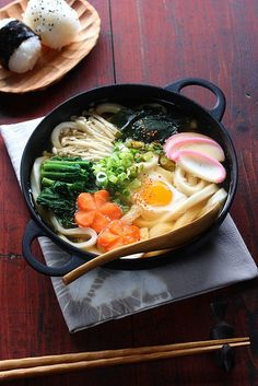 Japanese food -nabeyaki udon (hot pot udon) photo by bananagranola I Love Food, Good Food, Yummy Food, Tasty, Hot Pot, Japanese Dishes, Japanese Food, Japanese Chicken, Easy Japanese Recipes