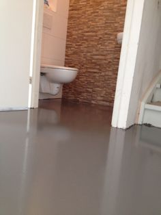 Super blij met onze betonvloer, eerst egaline laten storten en erna ...