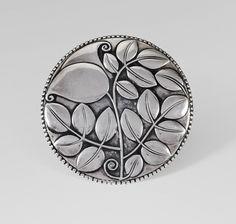 Josef Hoffmann, Large brooch, 1910. Silver, made by Josef Hossfeld, Wiener Werkstätte, Vienna. Via Im Kinsky