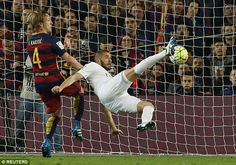 Karim Benzema scores the first goal for Real Madrid to make it 1-1