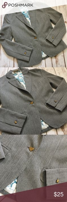 Princess Vera Wang - Lovely Gray Blazer, Small Princess Vera Wang - Lovely Gray Blazer, Small. In fantastic preowned condition, no issues to mention. Super cute with skinny jeans and boots! You can also dress this up with a skirt and heels. Please be sure to check out all of my other boutique items to bundle and save. Same day or next business day shipping is guaranteed. Reasonable offers will be considered! Vera Wang Jackets & Coats Blazers