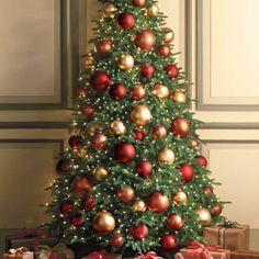 Weihnachtsbaum grosse Christbaumkugeln im Rot, Braun und Golden