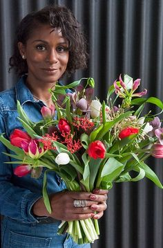 International Women's Day bulb flower inspiration. Get inspired by our moodboards and articles about flower decoration!