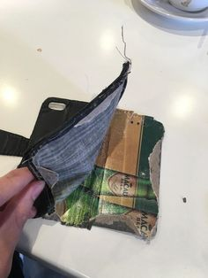 I ripped up my old phone case to discover its made of a Macau beer mat. Funny Sites, Videos Funny, Beer Mats, English Fun, Old Phone, Healthy People 2020 Goals, Super Healthy Recipes, Macau, Today Show