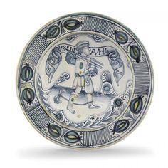 A plate, Faenza, second half of the 15th century - Maiolica Diametro cm 31,6 Rotture [...]  Estimation : 2 500 € / 3 500 €