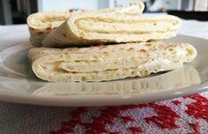 torilds mat: TYKKE LEFSER MED RØMME- OG PRIMFYLL Norwegian Food, Bread Baking, Sorbet, Pesto, Goodies, Food And Drink, Sweets, Cheese, Vegetables