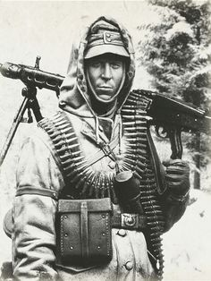 The Modelling News: A new figure of an MG 42 SS Schütze, in 1944 by Eisernes Kreuz & Andrea Miniatures in - - - scales Military Photos, Military Art, Military History, Ww2 Pictures, Ww2 Photos, German Soldiers Ww2, German Army, Mg34, Germany Ww2