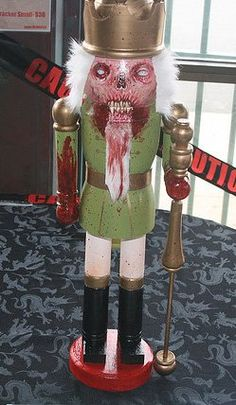 Xmas Zombie Decorations: Dead nutcracker