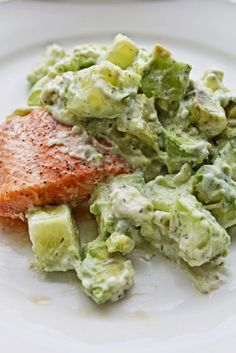 Healthy Dinner Recipe: Salmon with Avocado Cucumber Topping #cleaneating #salmon #healthyrecipe