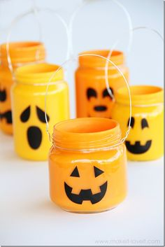 DIY Jack O Lanterns ~ Pumpkins, Using Mason Jars! Cute fall / autumn / halloween  idea! #diy #pumpkin #fall #autumn #halloween