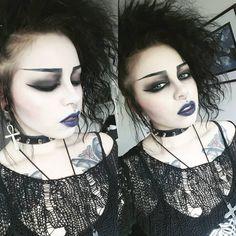Gothic Makeup, Dark Makeup, Deathrock Fashion, Emo, Gothic Culture, Goth Hair, Vintage Goth, Pastel Goth Fashion, Goth Look