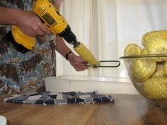 cutting corn off the cob......the EASY way    http://foodstorageandsurvival.com/cutting-corn-off-the-cob-the-easy-way/