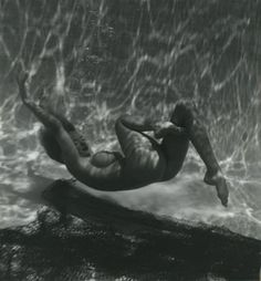 This is NOT Marilyn; Andre De Dienes did nudes, yes, but never of Marilyn. His published journal tells us this as does his copyright holder. He did many, many nudes, just never of Marilyn. Marilyn Monroe, Underwater Photography, Nude Photography, Stars Nues, Norma Jeane, American Actress, My Idol, Divas, Ikon