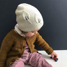 #fraarkivet Sykdom og travle ettermiddager gjør at det blir lite strikketid. pampirion#storesøstershøstlue #jentestrikk #barnestrikk #strikk #strikking #stickning #tricot #knitting #kidsfashion #knitinspo123 #knittersofinstagram #lerke #knitting_inspiration #instaknit #knitstagram #strikkemamma Nå krysser vi fingrene for en frisk og feberfri påske