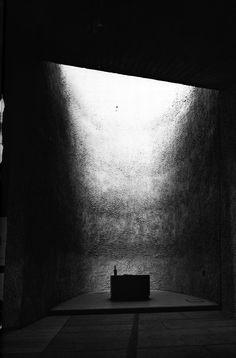 La Chapelle du Notre Dame du Haut, photographed by Yukio Futagawa -