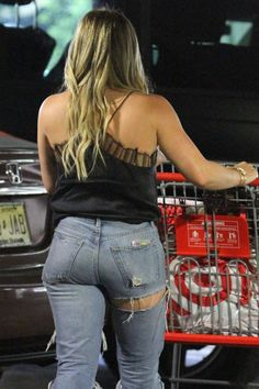 Hilary Duff - Shopping at Target in Los Angeles - Celebrity Nude Leaked! Hilary Duff Bikini, Girls Jeans, Mom Jeans, Belle Nana, Hilary Duff Style, Target, Sexy Jeans, The Duff, Sexy Women