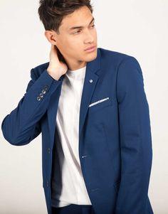Americana traje azul pin calavera