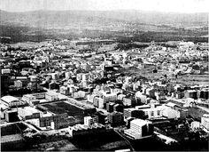 Vista aérea del Chorís #carballo #acoruña #fotoantigua #fotohistorica Slide, Paris Skyline, City Photo, Travel, Old Photography, Fotografia, Pictures, Viajes, Destinations