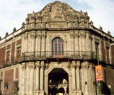 Este recinto, majestuoso ejemplo de la arquitectura virreinal de la Nueva España, fue diseñado por el arquitecto Pedro de Arrieta con objeto de instalar al Tribunal del Santo Oficio, y su construcción se realizó entre 1732 y 1736. El acceso principal del inmueble se ubica en una fachada en chaflán hacia la esquina noreste de la Plaza de Santo Domingo.