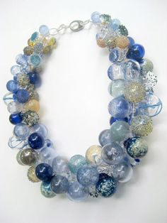 Melissa Schmidt - Objetos con Vidrio. The beads and colors are a bit tame, but I love the arrangement.