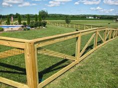 Neuer Diy Dog Fence: DIY Dog Fence in the Yard – Design und Ideen … - Hinterhof Ideen Fence Landscaping, Backyard Fences, Garden Fencing, Fenced In Yard, Td Garden, Fenced In Backyard Ideas, Pool Fence, Backyard Privacy, Privacy Fences