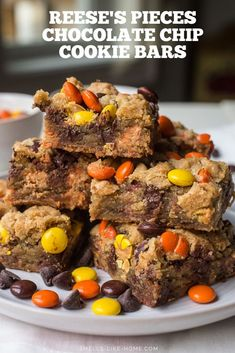 Peanut Butter Cookie Bars-Easily turn chewy chocolate chip cookies into cookie bars and load them up with Reese's Pieces for an easy Halloween dessert. Peanut Butter Cookie Bars, Butter Chocolate Chip Cookies, Chocolate Peanut Butter, Chocolate Desserts, White Chocolate, Best Cookie Recipes, Baking Recipes, Sweet Recipes, Brownie Recipes