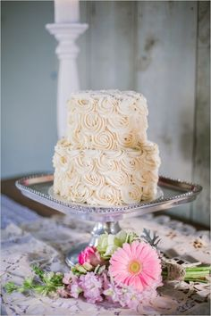 elegant rose wedding cake #weddingcake #elegantcake #weddingchicks http://www.weddingchicks.com/2014/03/28/pink-wedding/