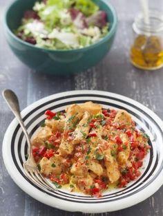 Filets de poulet à la crème de poivron facile - Recette de cuisine Marmiton : une recette #marmiton #poivron #poulet