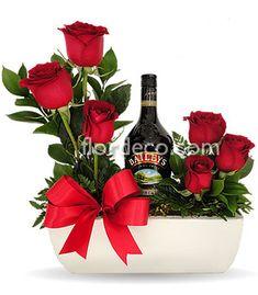 Valentine Flower Arrangements, Flower Arrangements Simple, Valentines Flowers, Floral Centerpieces, Housewarming Gift Baskets, Valentine's Day Gift Baskets, Flower Box Gift, Flower Boxes, Exotic Flowers
