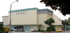 The Santa Monica Sears store, built just after World War II in 1946 at 302 Colorado Avenue. Metal Window Frames, Santa Monica Blvd, Streamline Moderne, Ocean Park, Living In La, Downtown Los Angeles, Futuristic Architecture, Beach Town, Department Store