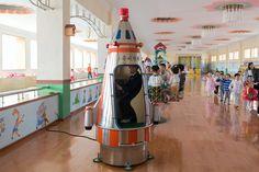 """I ragazzi di Pyongyang  Un bambino dell'asilo settimanale """"Chang Gwang"""", dove i coreani possono lasciare i bambini al lunedì e riprenderli al sabato  Korean Dream - Filippo Venturi"""