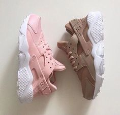 nike nike sneakers huarache pastel sneakers nude sneakers pink sneakers shoes nike air max baby pink nike shoes low top sneakers sneakers girl girly wishlist pink brown nike air girly nike air huaraches