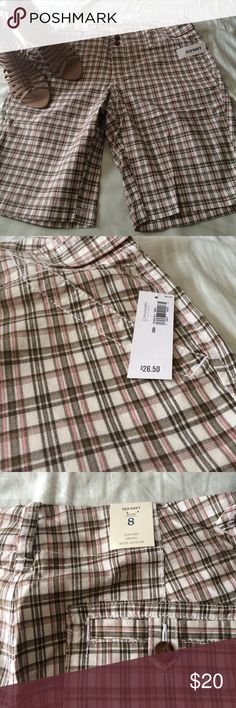 Get ready for summer! Plaid shorts NWT Old Navy plaid shorts. Size 8, low rise with stretch Old Navy Shorts
