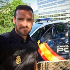 Saúl Craviotto Hot Cops, Men In Uniform, Twitter, Cute Boys, Celebs, Safety