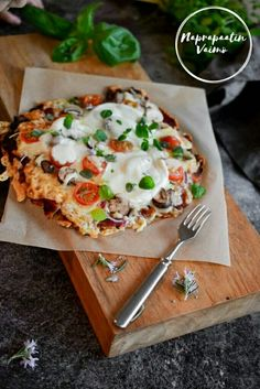 Super helppo gluteeniton ja maidoton pitsapohja sekä tomaattikastikeohje. (G, M)