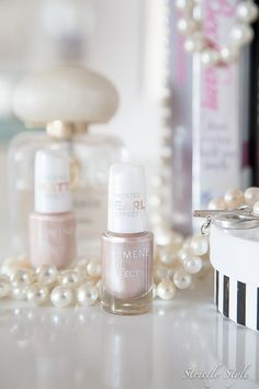 Frosted matt and pearl nail polishes (shades 34 & 36) by blogger @strictlystyle  #fall #trend #lumene