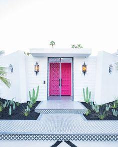 Peek Behind The New Pink Doors in Palm Springs! - Kelly Golightly