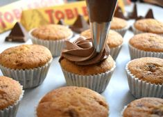 Toblerone, Cupcake Recipes, Mini Cupcakes, Caramel, Muffins, Deserts, Cooking Recipes, Girly, Cookies