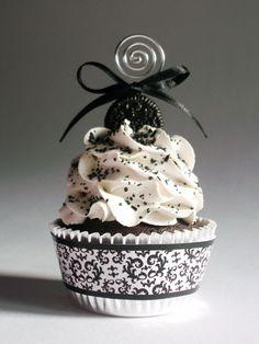 Résultats Google Recherche d'images correspondant à http://s3.favim.com/orig/40/cream-delicious-cup-cake-love-vintage-Favim.com-335707.jpg