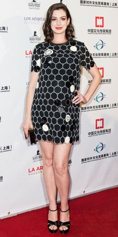 Anne Hathaway complements her black and white shift with platform sandals like the Born Coralyn: http://www.thewalkingcompany.com/born-coralyn-black/47587
