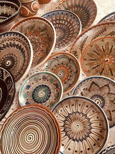 Romanian Handmade craft - Horezu Ceramics Psychedelic Art, Handmade Crafts, Gratitude, Folk Art, Decorative Plates, Gems, Illustrations, Dishes, Lifestyle