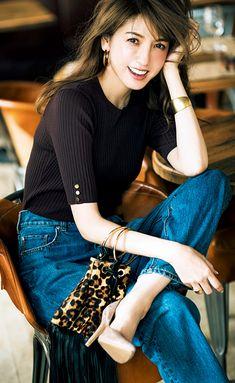 Ol Fashion, Love Jeans, Japan Girl, Kawaii Fashion, Asian Woman, Bell Bottom Jeans, Beautiful Women, Classy, Pants