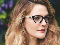 Drew Barrymore is a true jack of all trades. Already a successful actress, author, and beauty maven, she can now add another accomplishment to her impressive résumé of achievements — Drew Barrymore is launching a line of eyewear, thereby officially… Cute Glasses, New Glasses, Girls With Glasses, Makeup With Glasses, Makeup Tips, Eye Makeup, Makeup Ideas, Hair Makeup, Jenifer Aniston